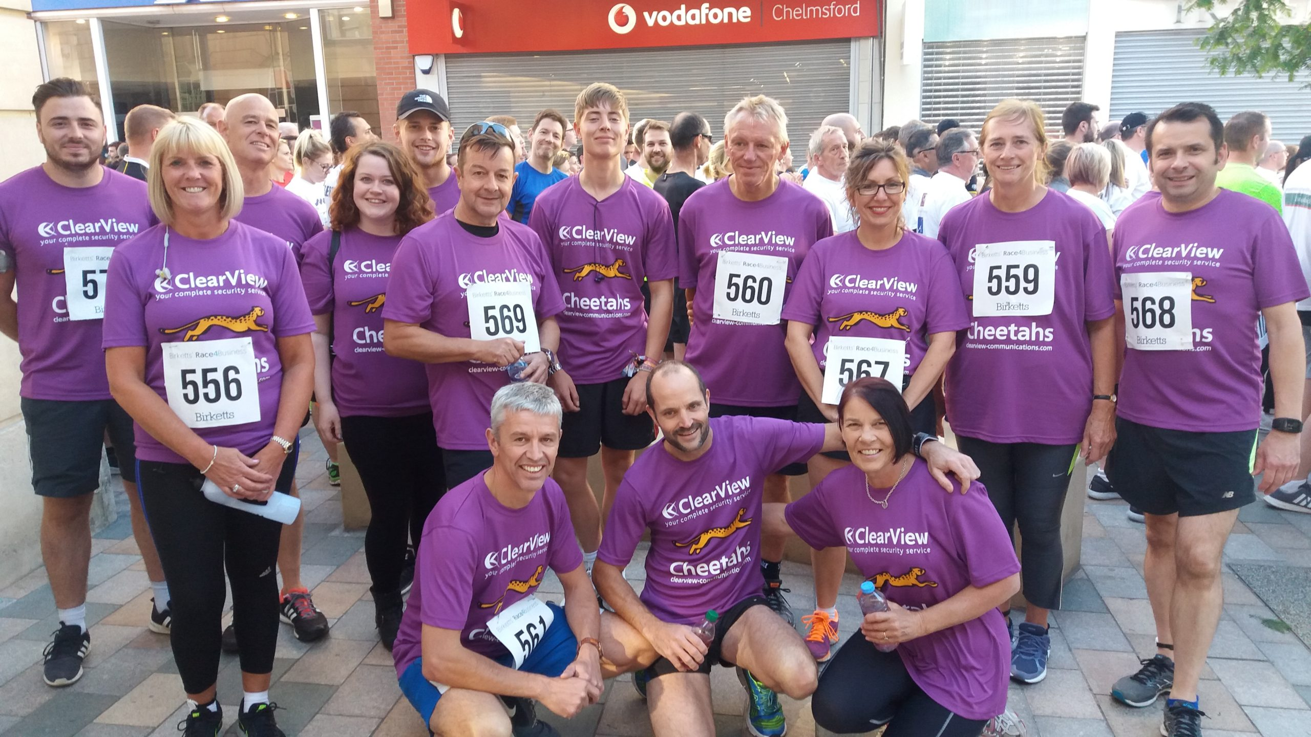 Large group of VlearView employees at charity run